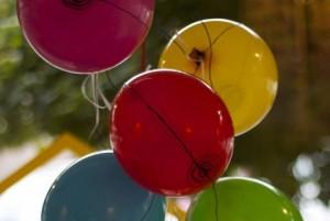 Die Luftballons von Luftballons als Musikinstrument schweben
