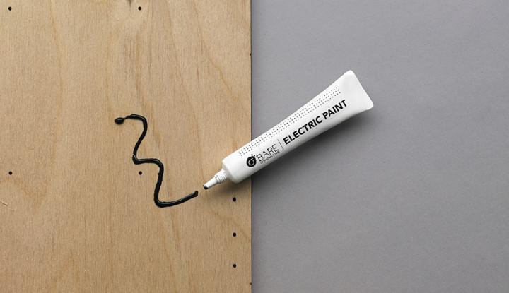 Elektrisch leitfähige Farbe auf Holz