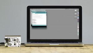Schließe das Touch Board an deinen Laptop an, um es mit Arduino umzuprogrammieren