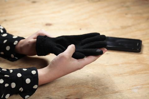 Farbe für den Touchscreen Handschuh trocknen lassen