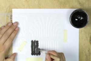 Die elektrisch leitfähige Farbe wird aufgetragen