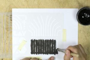 Noch mehr elektrisch leitfähige Farbe wird aufgetragen