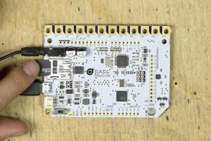 Die microSD Karte wird in das Touch Board zurückgesteckt