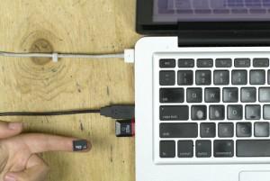 Der Adapter steckt im Laptop