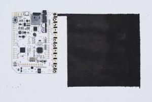 Das Touch Board und der Distanzsensor wurden mit elektrisch leitfähiger Farbe verbunden